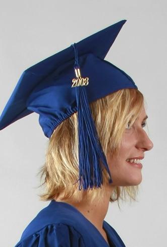 Coiffe bleue pour toge de remise de diplôme